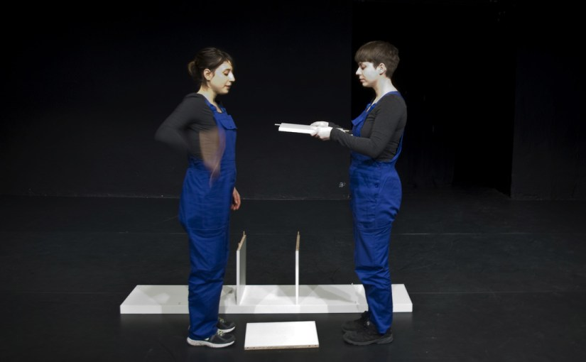 NEVER NAME THE SHELF di Tiina Sööt e Dorothea Zeyringer