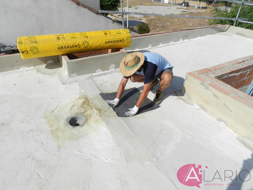 Impermeabilización de cubierta con lámina de EPDM. Refuerzo sumidero