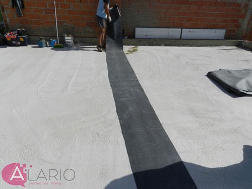 Impermeabilización de cubierta con lámina de EPDM. Refuerzo en junta de cubierta