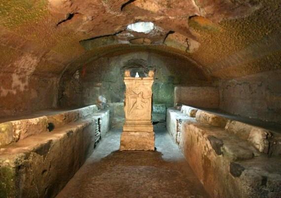 Templo de Mitra bajo la basílica de San Clemente de Roma