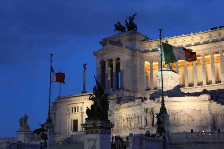 monumento a vittorio emanuele roma