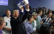 """Trump a Puerto Rico: """"Ustedes sí tienen patria"""" y les tiró papel toalé"""