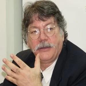 Sant Roz entrevista a FERNANDO BUEN ABAD, Filósofo, intelectual y escritor de izquierda, militante marxista, sobre el tema LA EMBOSCADA A VENEZUELA...