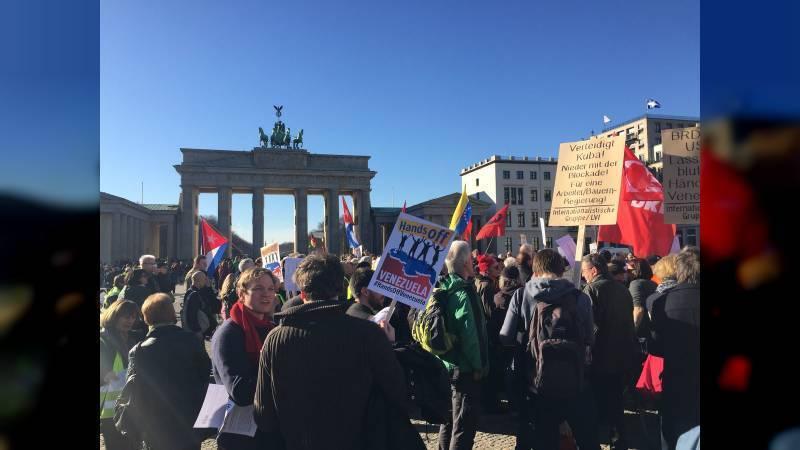 Ocurrió el 02 03 2019 en la demostración a favor de la revolución bolivariana ante la Puerta de Brandenburg en Berlin, Alemania...