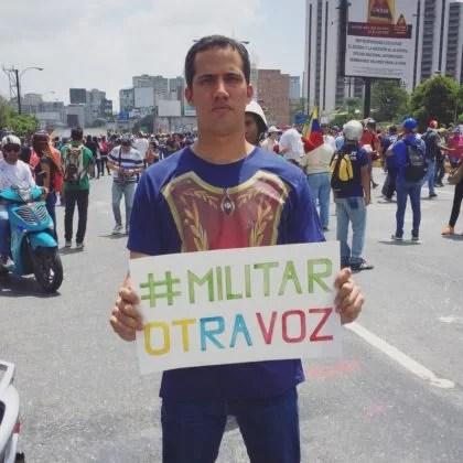 Presidente UTERINO WAYDOG, urge a gringos sostenerle (caos en la oposición)...