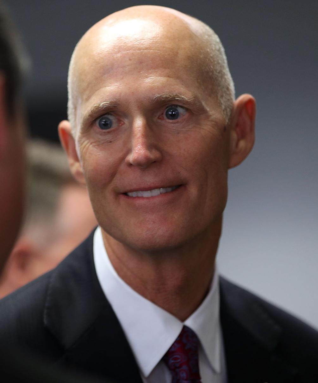 Qué rostro de sicópata se gasta el senador gringo Rick Scott…