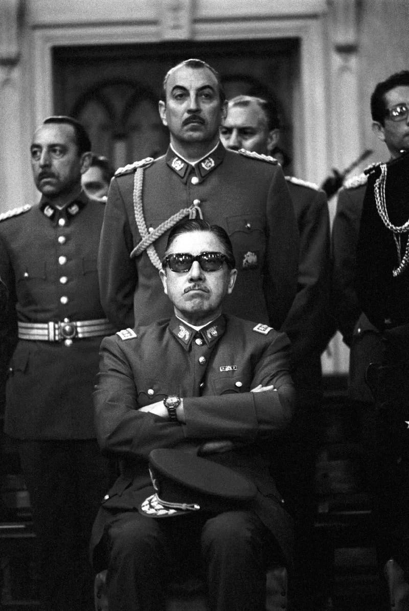 Los chilenos ya no se calan más la constitución de Pinochet…