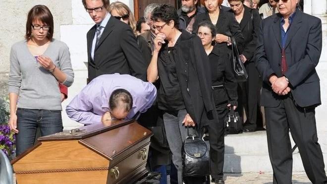 En Francia, se suicidan en masa trabajadores... El capitalismo muestra sus garras...