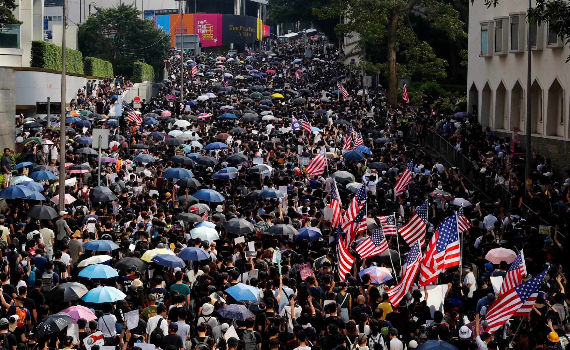 Qué hace la bandera gringa en las guarimbas de Hong Kong?...