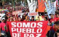 LOS TURISTAS DISFRUTAN DE LAS BELLEZAS Y LA GENTE VENEZOLANAS
