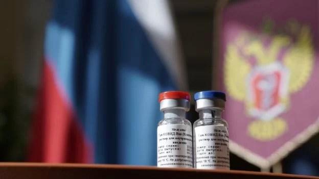 Anuncio de la vacuna rusa es recibido en occidente con extrema suspicacia...