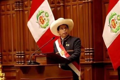 Pedro Castillo se lanza tremendo discurso en su toma de posesión. Dice que no gobernará desde el palacio de Pizarro, símbolo de la dominación imperial...