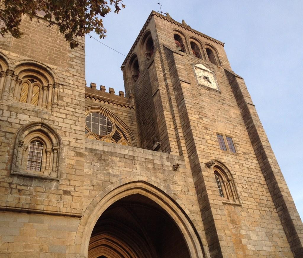Fachada da Basílica Sé de Nossa Senhora da Assunção (Catedral de Évora).