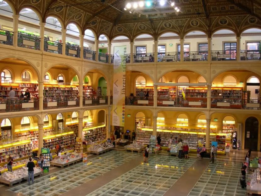 Sala Borsa em Bologna