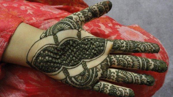 Henna Caterpillar