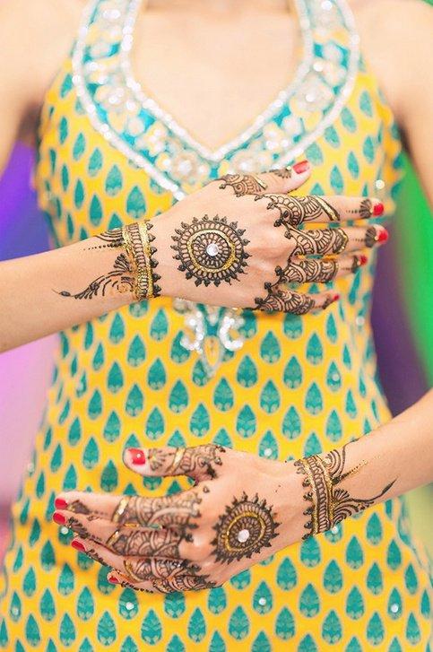glitter mehndi pattern for hands