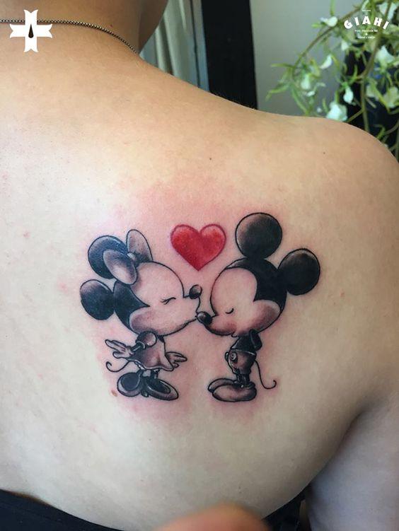 Mickey-and-Minnie-Kiss