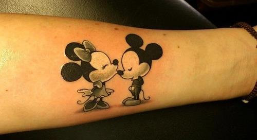 Mickey-and-Minnie-kiss-tattoo