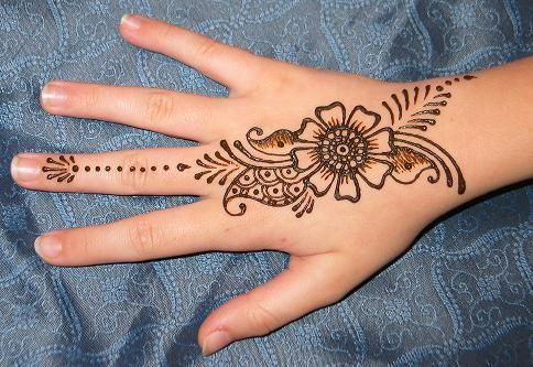 cute simple floral back hand henna