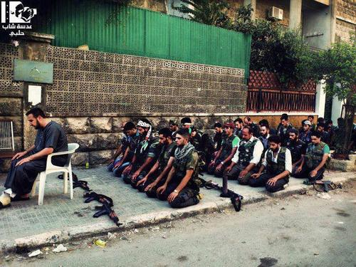 Syria soldiers salat photo