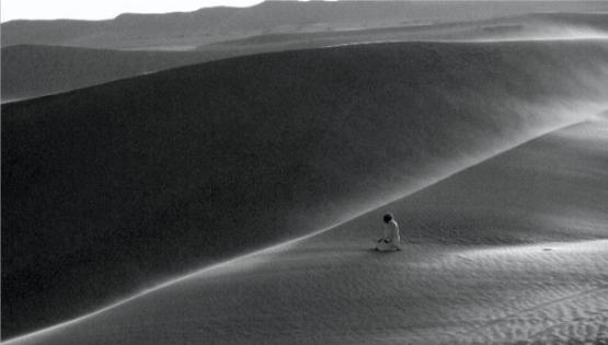 namaz prayer in Egyptian desert