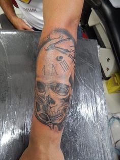 clock in a skull Tattoo design
