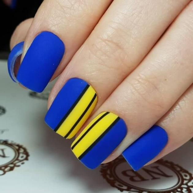 blue and yellow nail designs