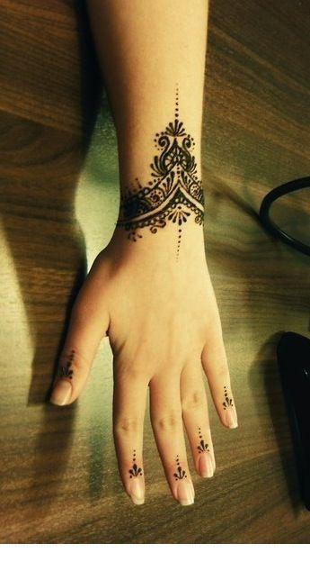 bracelet henna pattern design