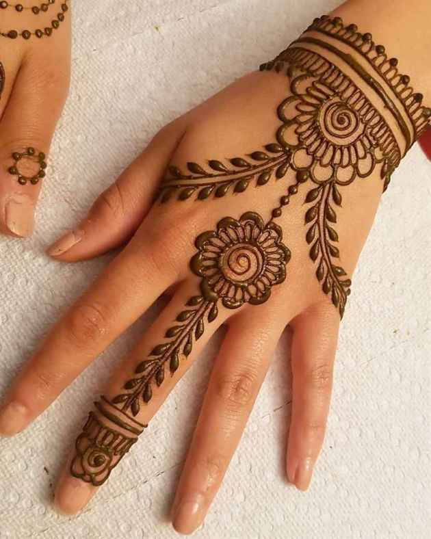new floral chain mehndi design