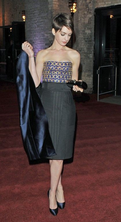anne hathaway fitted dress with short hair