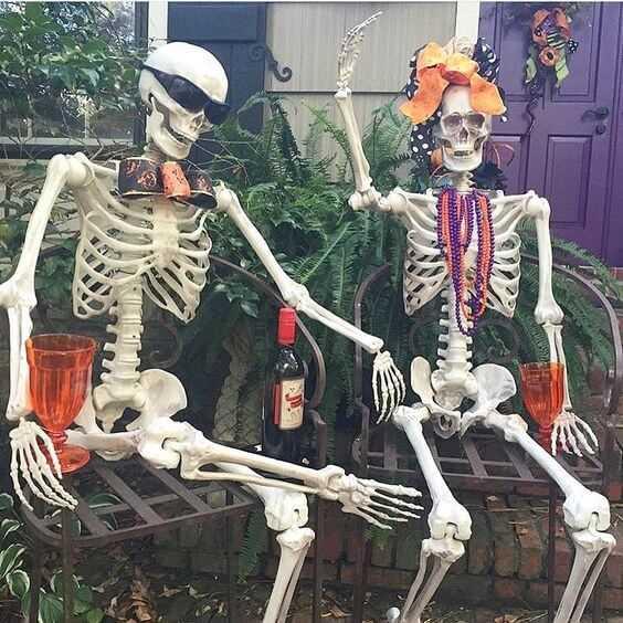 backyard halloween skeleton decoration idea