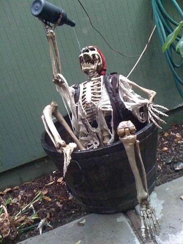 outdoor funny pirate decoration idea for halloween
