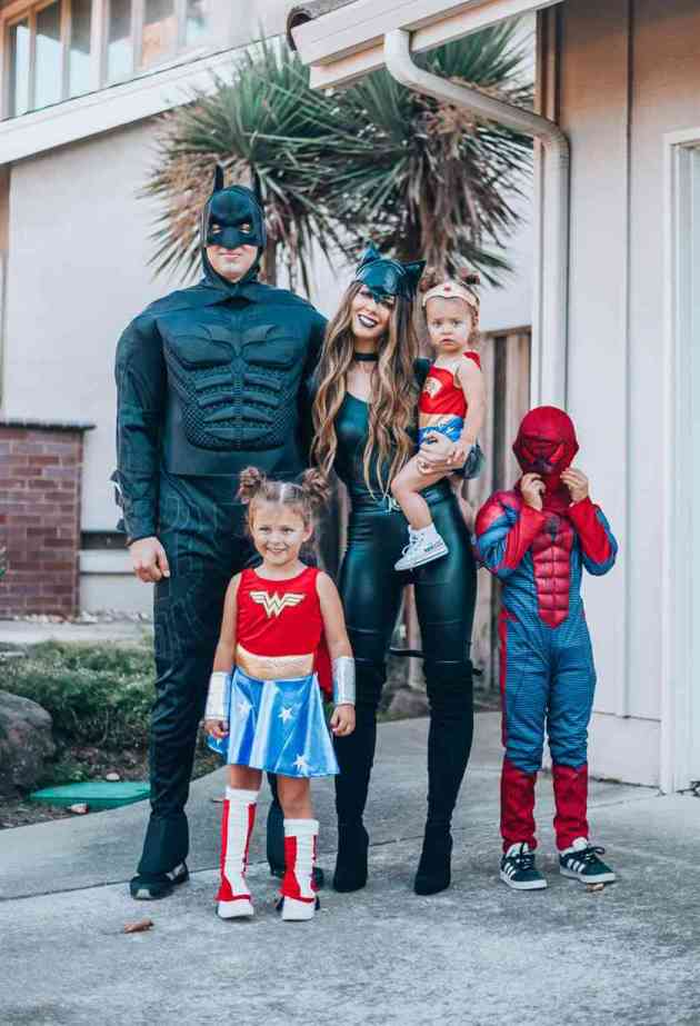 superheros family halloween costumes ideas