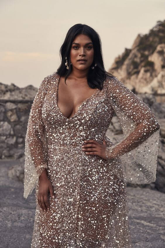 golden glittery christmas outfit for curvy ladies