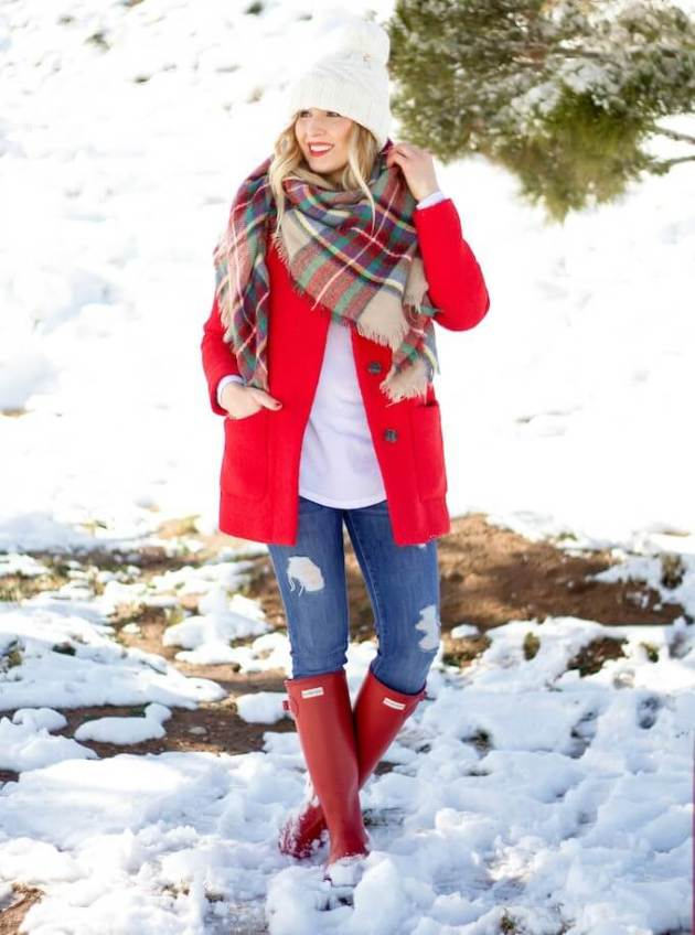 ideas of casual christmas outfit with plaid scarf for females