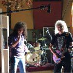 Brian May sorprende al elenco de 'Bohemian Rhapsody'