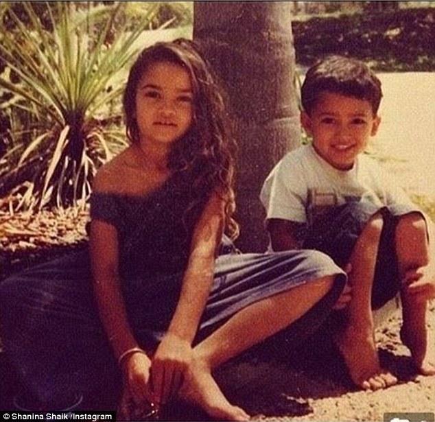 Shanina Shaik, foto de infância dois em pinterest.com