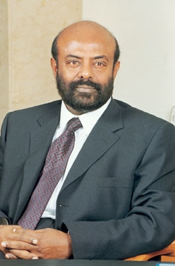 Shiv Nadar photos plus jeunes un à sites.google.com