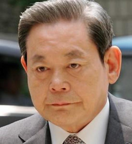 Lee Kun-hee jüngeres Foto zwei bei pinterest.com