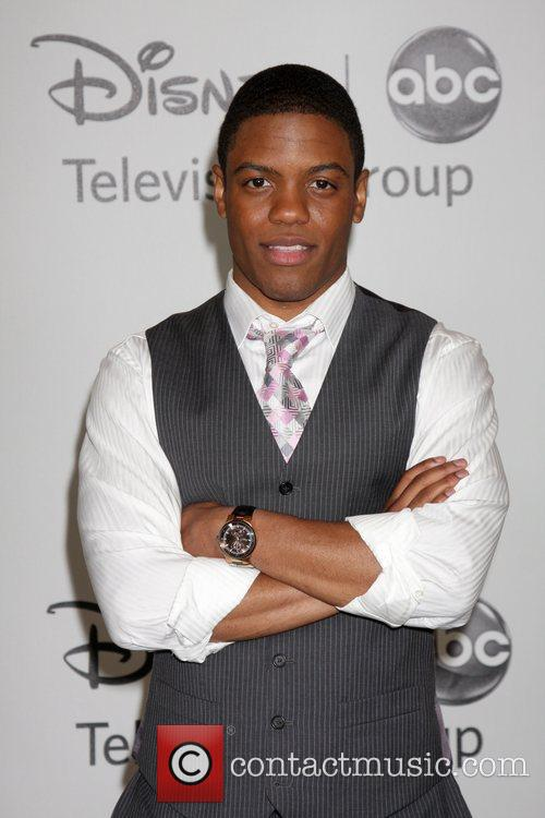 Jon Michael Hill - the cool, sexy, actor with American roots in 2020