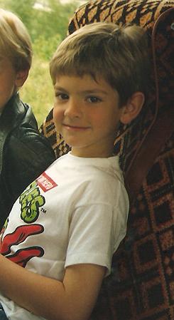 Andrew Garfield, foto de infancia uno en pinterest.com