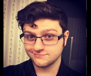 Adam Dahlberg , foto mais antiga um em thefamouspeople.com