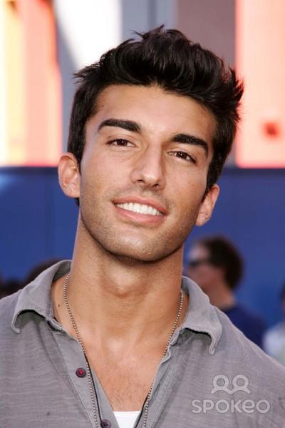 Justin Baldoni Wiki: Young, Photos, Ethnicity & Gay or ...  Justin Baldoni ...