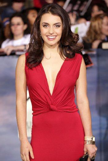 Kathryn McCormick - la actriz, bailarin,  la celebridad hermosa, talentosa, apasionada,  de la ascendencia Irlandes, Inglés,  en 2020