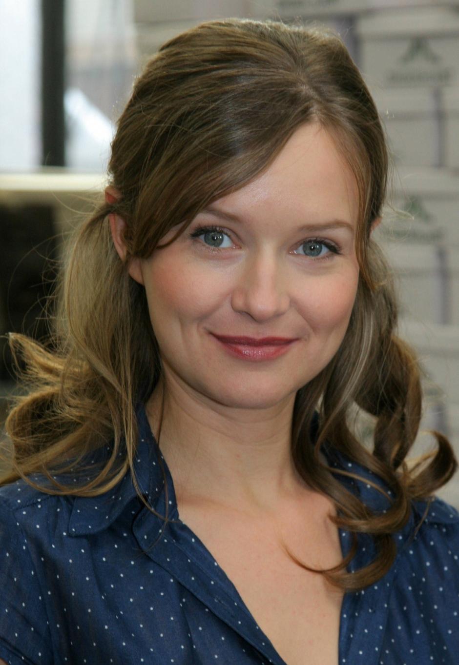 Stephanie Stappenbeck - o atriz a celebridade linda, fofa, de origem alemã em 2020