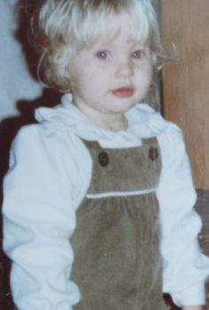 Emilie de Ravin, foto de infancia uno en Pinterest.com