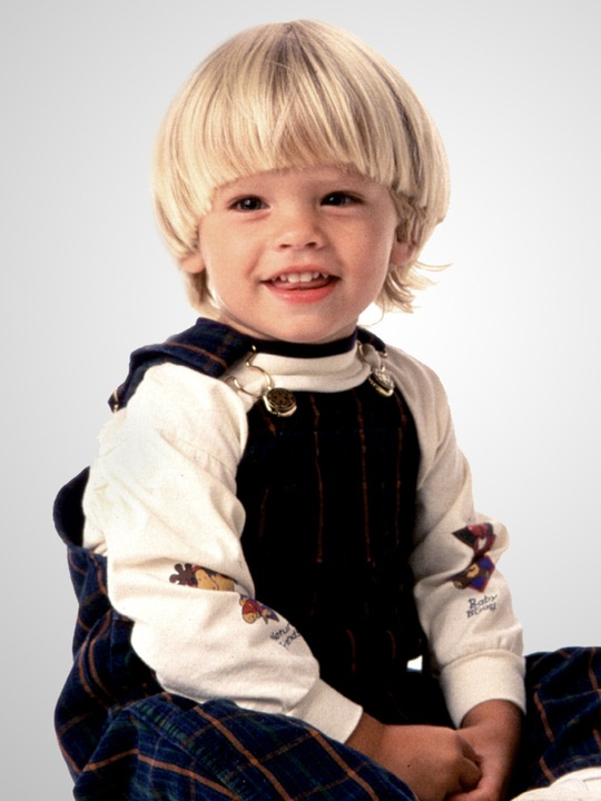 Dylan Sprouse childhood photo one at pinterest.com