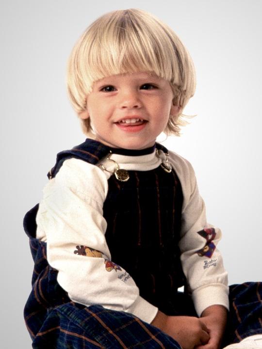 Dylan Sprouse kindertijd foto een via pinterest.com