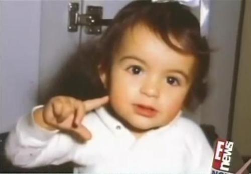 Mariska Hargitay, foto de infancia dos en pinterest.com