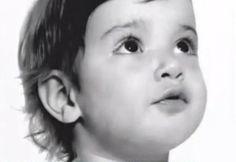 Mariska Hargitay, foto de infancia uno en pinterest.com